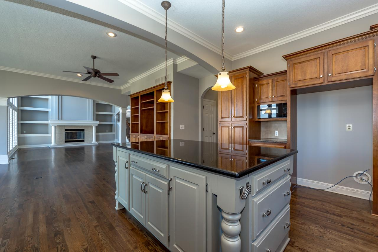 20526 W. 89th Street, Lenexa, KS 66220 Marketed Exclusively by The Mowery Group