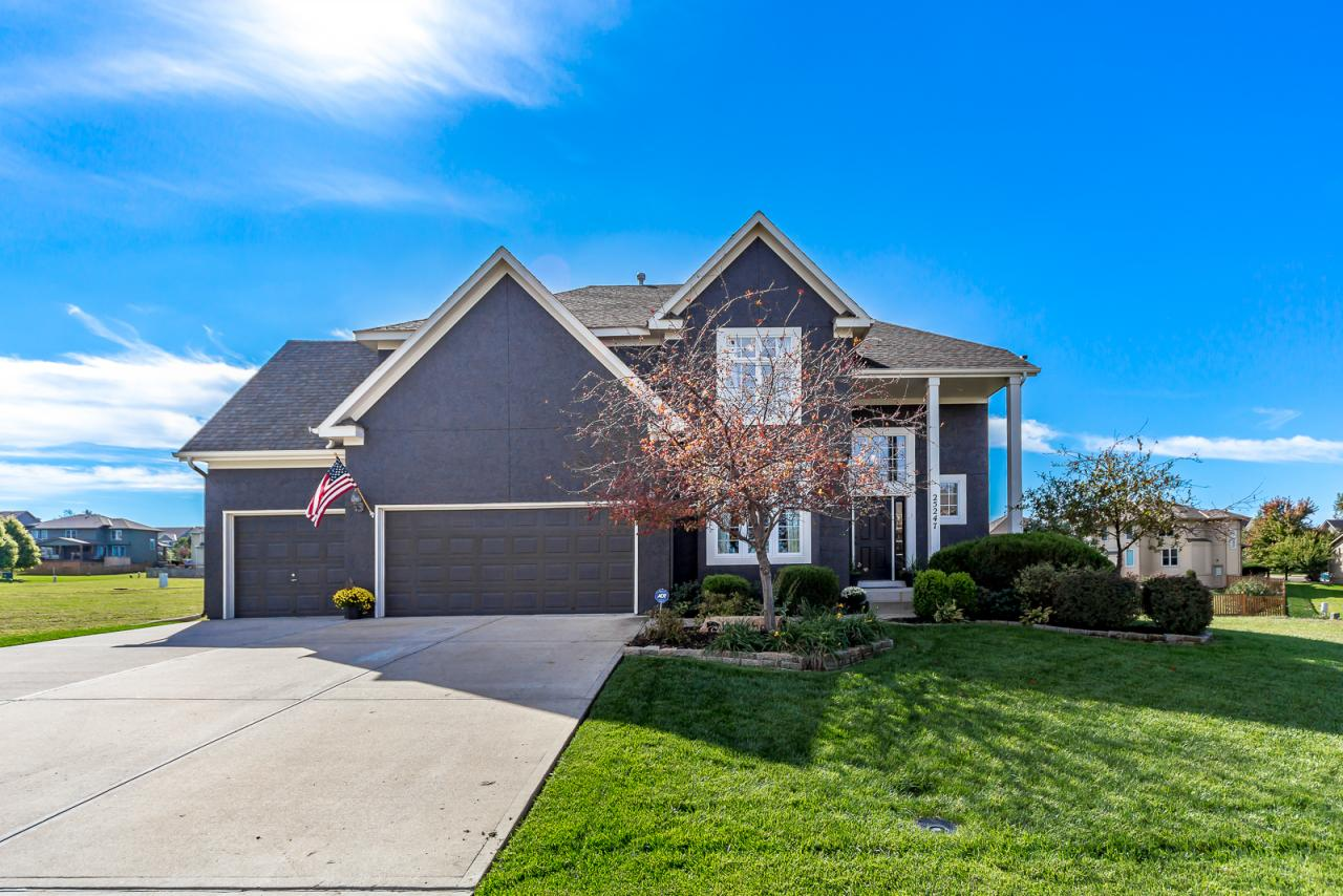 25247 W. 149th Place, Olathe, KS 66061 Marketed Exclusively by The Mowery Group