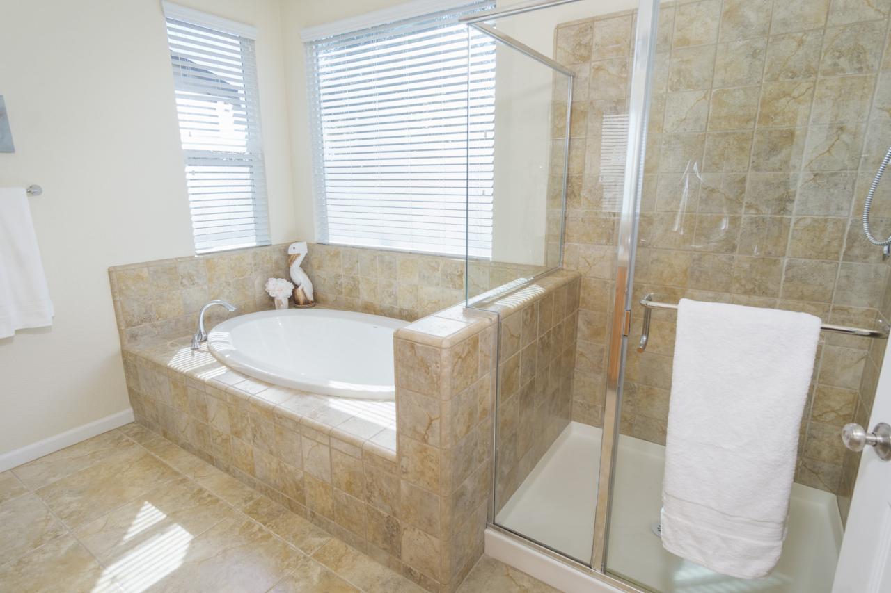 Soaking Tub & Separate Shower