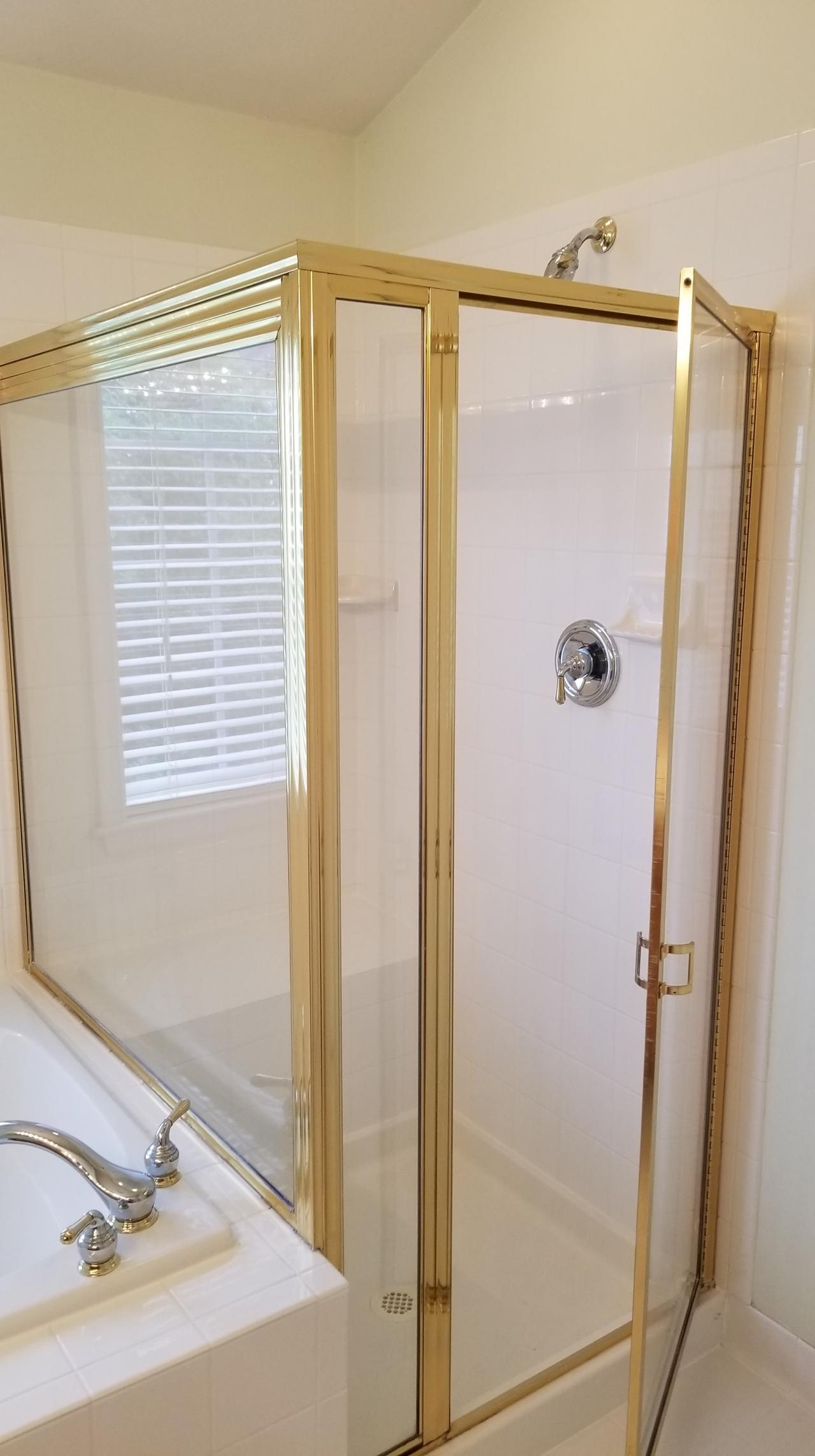 SEPERATE SHOWER & TUB